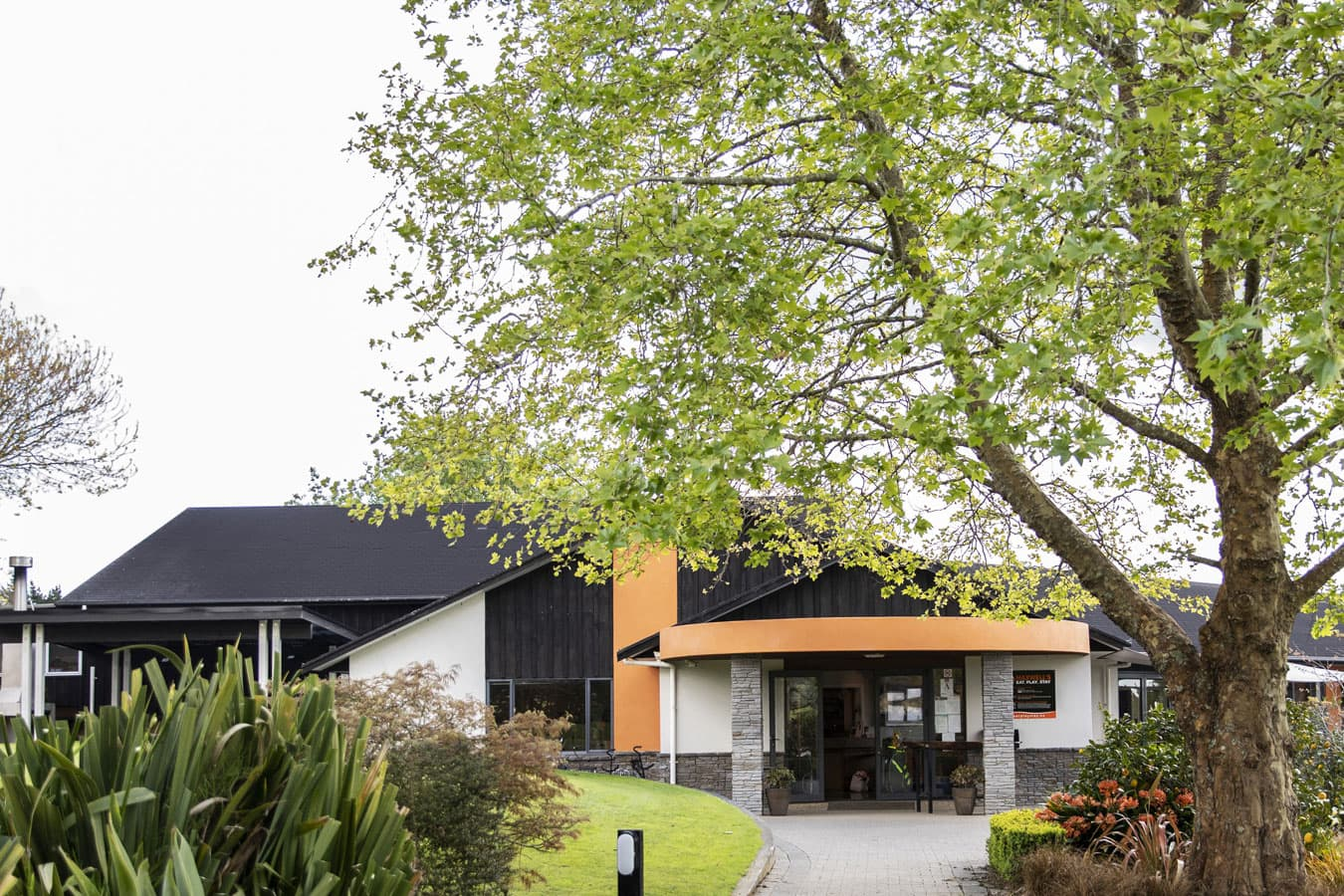 entrance-photo-of-maxwells-golf-resort