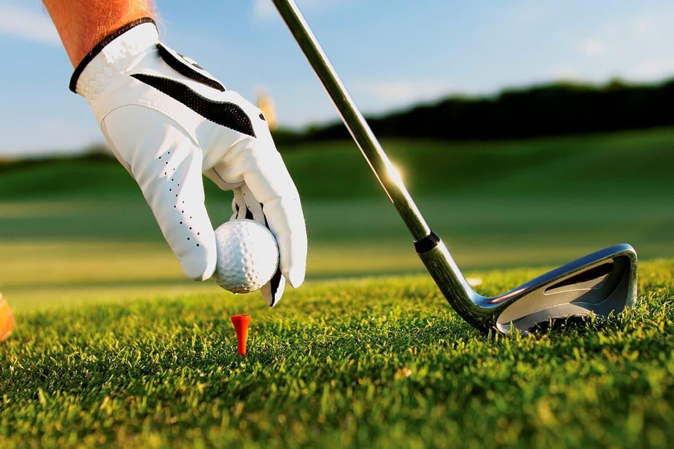 playing-golf-at-maxwells-gold-retreat